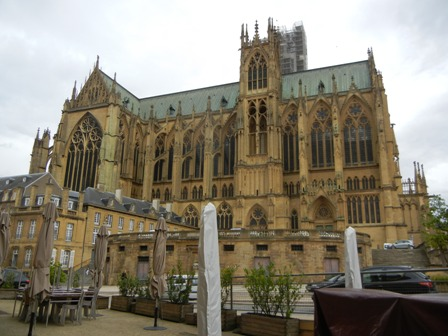simple the cathedral of metz just opposite of ule sommelieru with some stained glass windows by. Black Bedroom Furniture Sets. Home Design Ideas